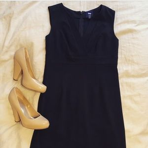V-neck work dress from the Gap, size 2